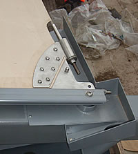 Extrusion membrane plate and hopper